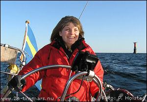 24-timmars, våren 2007. Lördag eftermiddag. Karin Holstad på Sjöugglan gillar att segla i hård vind vid Almagrundet. Foto: Peter Holstad.