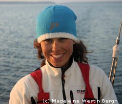 Foto på marinmeteorolog Madeleine Westin Bergh under 24 timmar segling hösten 2006.