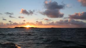 Solnedgång över Gulskären på Sälö Fjord under 12-timmars vintersegling 2015.