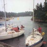 Bild på segelbåtar i ruggigt väder efter segling.